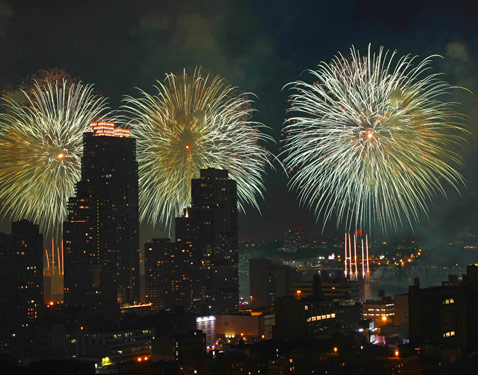ht_new_york_fireworks_3_ll_120703_wblog